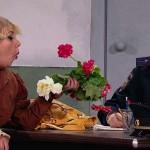 Камеди Вумен — Театральная актриса в отделении полиции